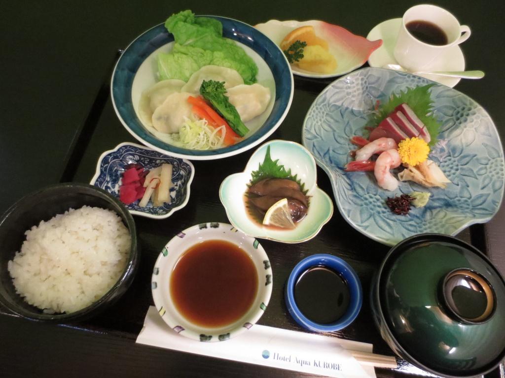 15_03_03 追加画像 水餃子と御刺身御膳 (1)