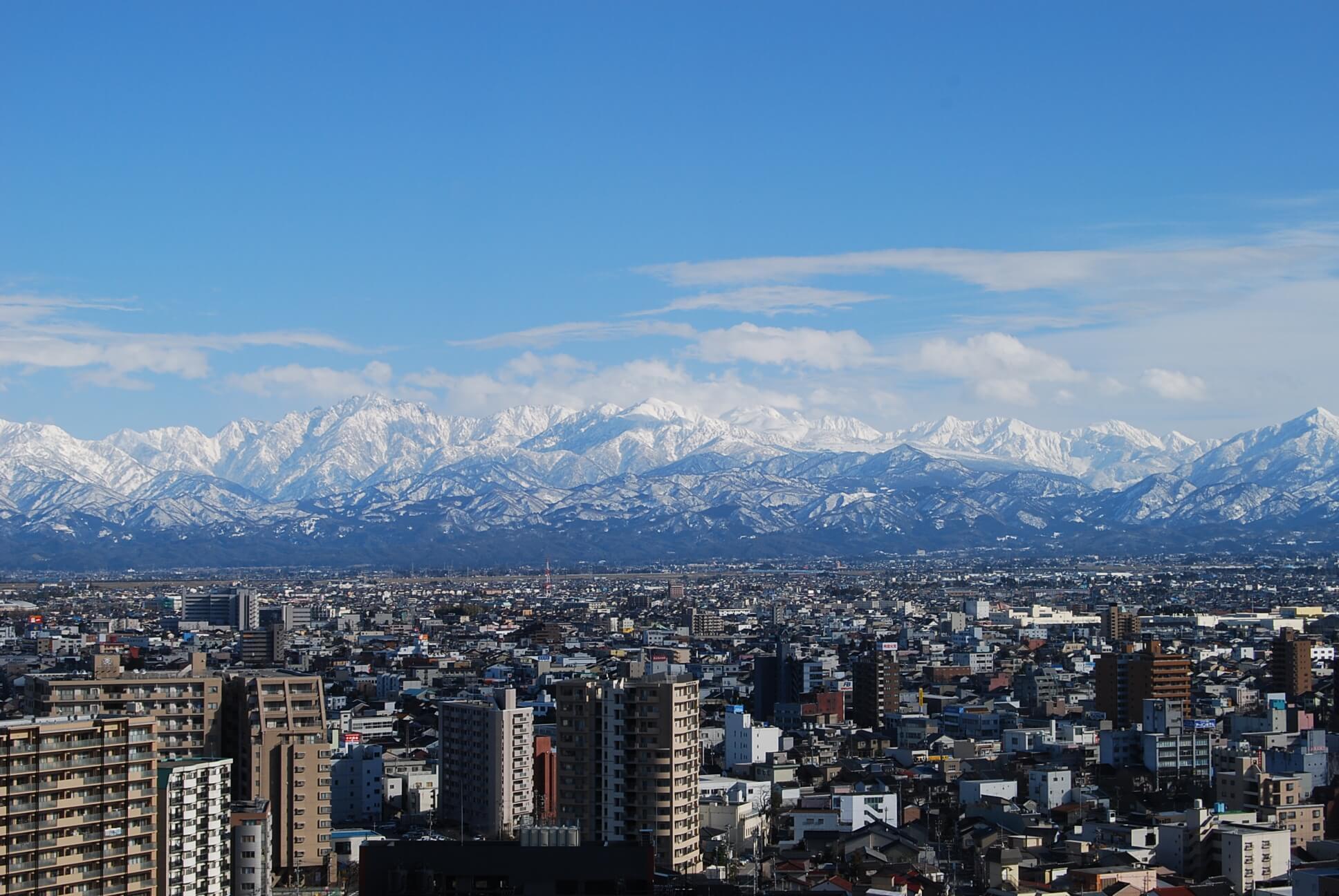 富山市役所展望塔日中_富山市役所観光政策課許諾済1215
