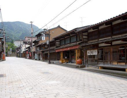 日本一の木彫りの町で『井波彫刻』の魅力に迫る | 観光情報 ...