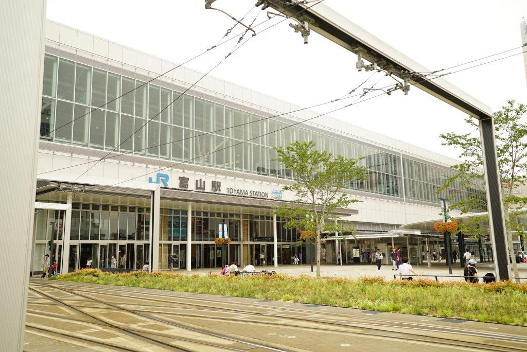 富山駅外観