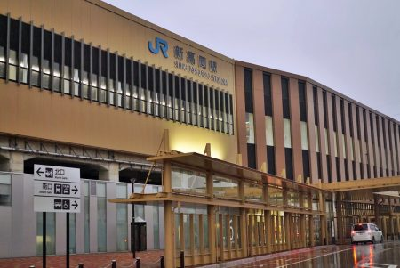 新高岡駅の外観